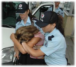 Alıcı kılığındaki polis suçüstü yaptı