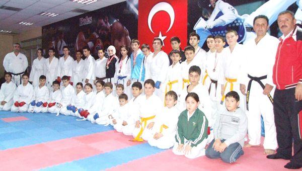 Beykozlu karateciler Denizli'de