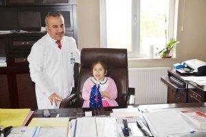 Dr. Yaşar Çelik koltuğunu devretti.
