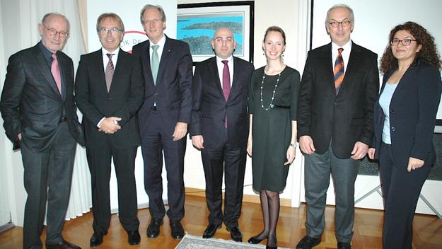 Stuttgart'ta Türk-Alman Üniversitesi tanıtıldı