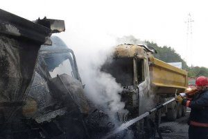 Beykoz'da iki hafriyat kamyonu çarpıştı