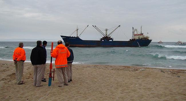 Riva denizinden kum çalıyorlar