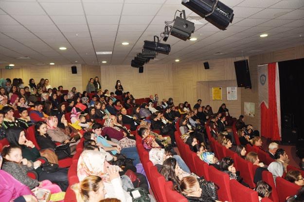 Kadınlar Günü'nü İstanbul'un öğrencileri Beykoz'da kutladı