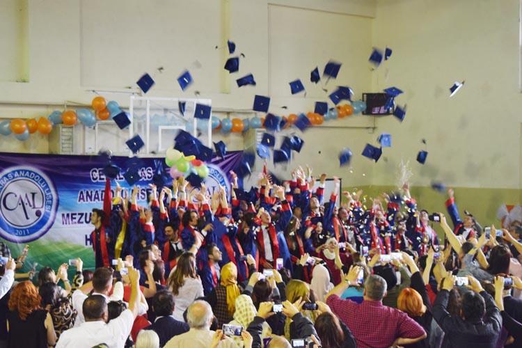 Beykoz Celal Aras Anadolu Lisesi'nde mezuniyet coşkusu