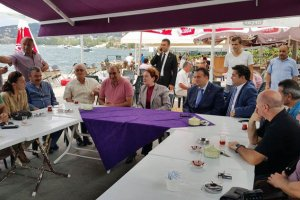 Meral Akşener, Beykoz'da nabız yokladı