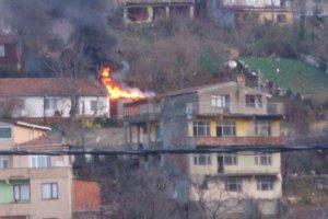 Soğuksu'da kömürlük yangını korkuttu