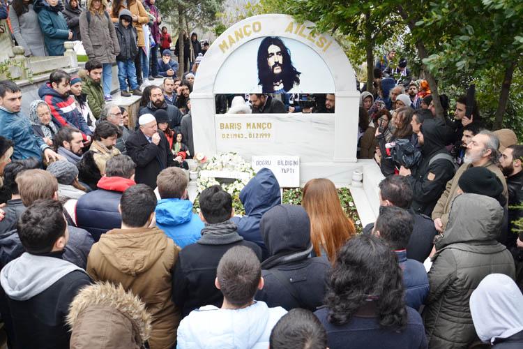 Barış Manço, Beykoz'daki mezarının başında anıldı