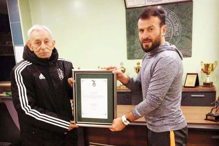 Beşiktaş AŞ'den Kavacıkspor'a teşekkür plaketi