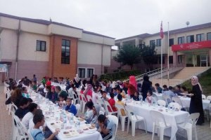 Beykoz Ensar Vakfı Sevgi Evleri'nde iftar verdi
