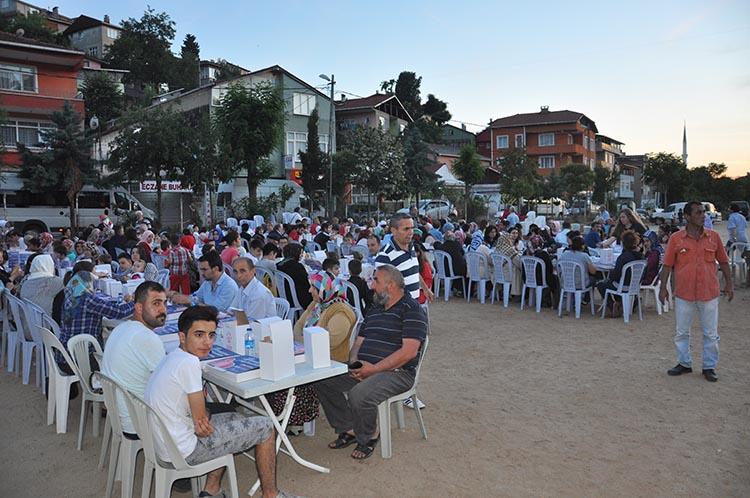 CHP Beykoz'un iftar sofrasına 2 bin kişi oturdu