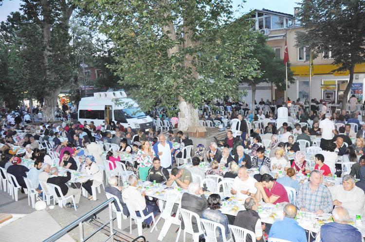 CHP, iftarda Beykozluları ağırlamaya devam ediyor