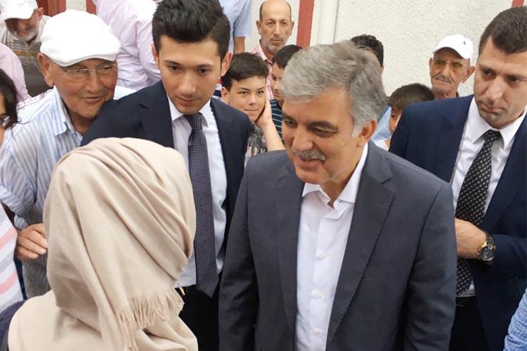 Gül, Cuma namazını Beykoz Poyrazköy'de kıldı