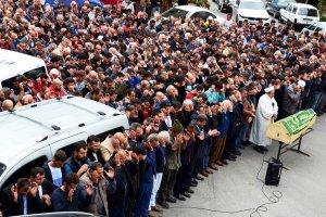 Muhtarın oğlu Beykoz'da göz yaşlarıyla uğurlandı