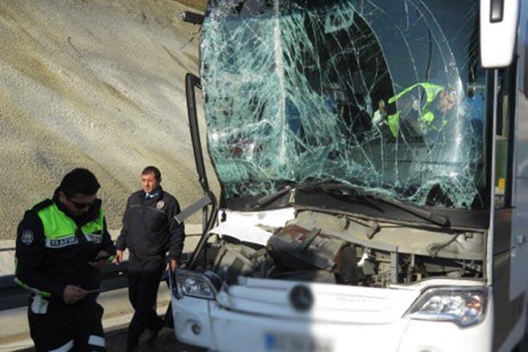Rize otobüsü Beykoz Riva'da kaza yaptı