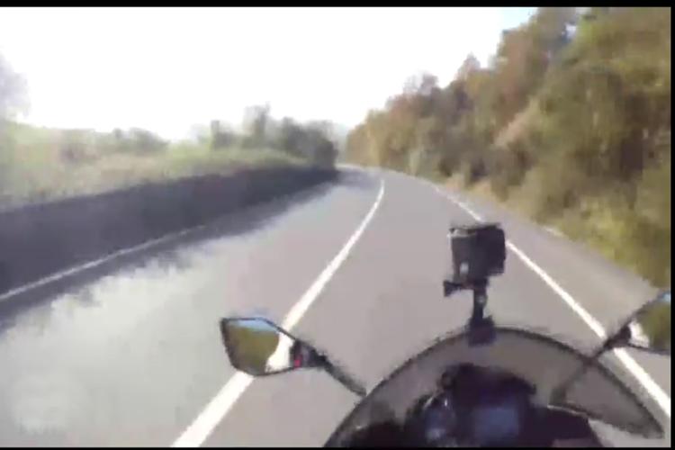 Bozhane'de motosiklet kazası kameralara yansıdı