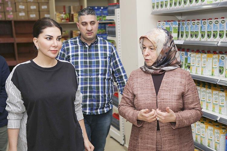 Ebru Yaşar Beykoz'da Sosyal Market'i gezdi