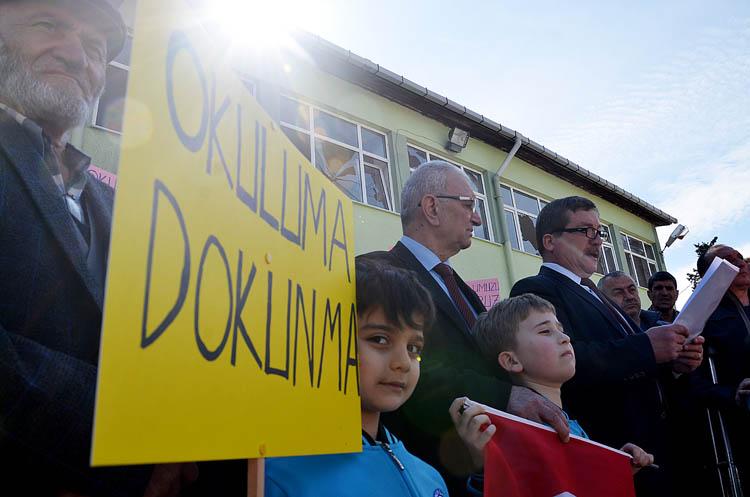 Beykoz'da yanan okul için halk eylemde