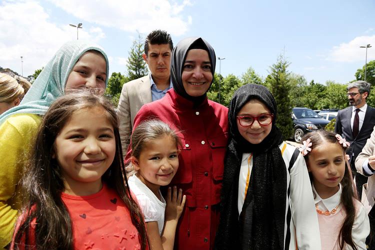 Bakan Kaya, Beykoz'da annelerle buluştu