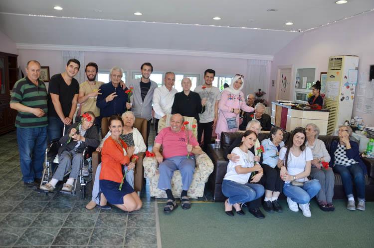 Beykozlu gençler huzur evini ziyaret etti