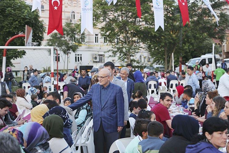 Beykoz'da 13 bin komşu sokak iftarlarında buluştu