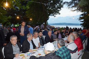 KAS-DER Beykoz Şubesi iftarı sahilde verdi