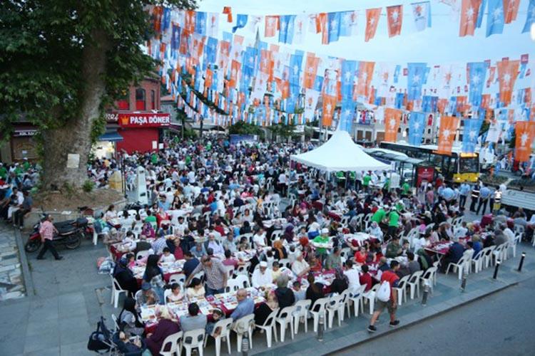 Beykoz Meydanı'nda 5 bin kişi iftar sofrasında