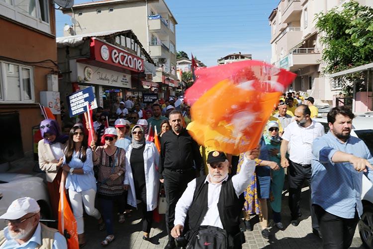 AK Parti Beykoz'da sevgi yürüyüşü yaptı