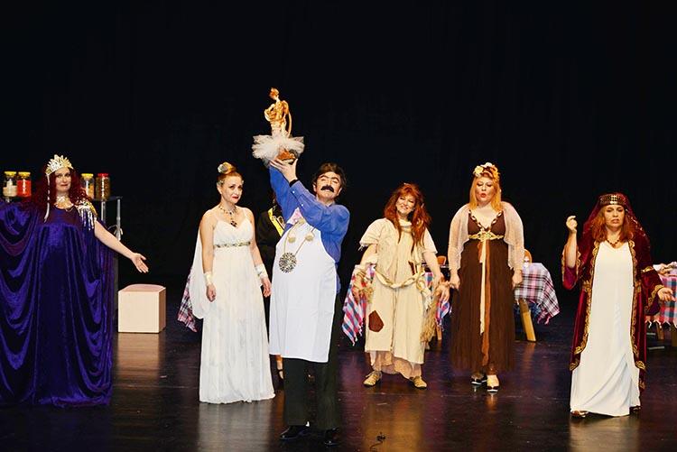 BEDES Tiyatro Grubu seyirciyle buluştu
