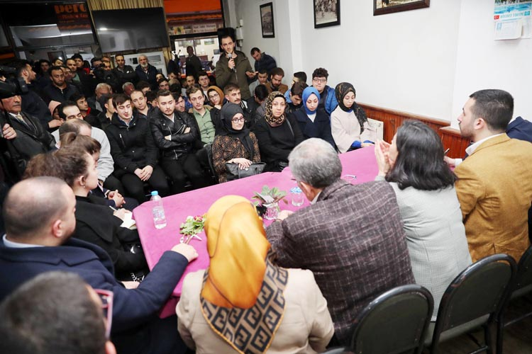 Murat Aydın Gümüşsuyu'nda gençlerle buluştu