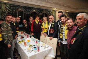 Murat Aydın Beykoz taraftarlarıyla yemek yedi