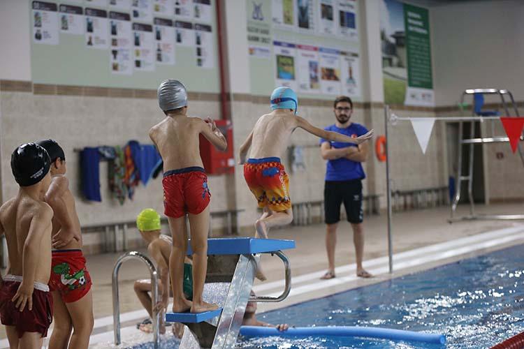 Beykoz'da Çavuşbaşı ve Yenimahalle'ye kapalı havuz