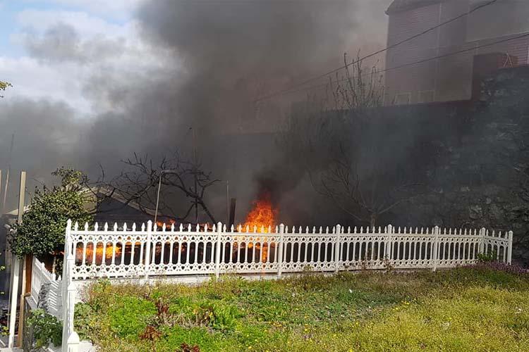 Beykoz Çavuşbaşı'nda konteyner yangını