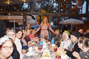 Beykoz Doğal Dükkan'da Tuğba Özay iftarı