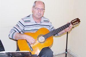 Gitarın ustası Necip Baykan'dan dersler