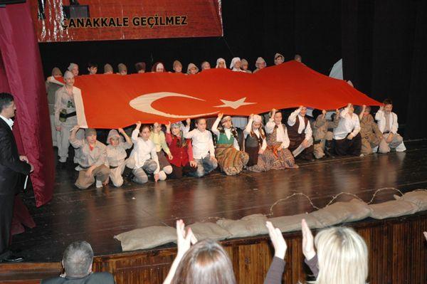 İshakağa öğrencilerinden Çanakkale oyunu