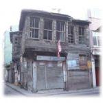 Beykoz'da tarihi evler yok oluyor!