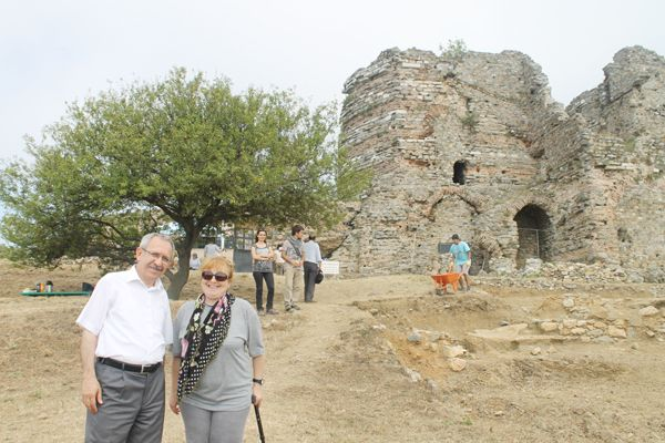 Yoros Kalesi'nde 80 tarihi eser bulundu
