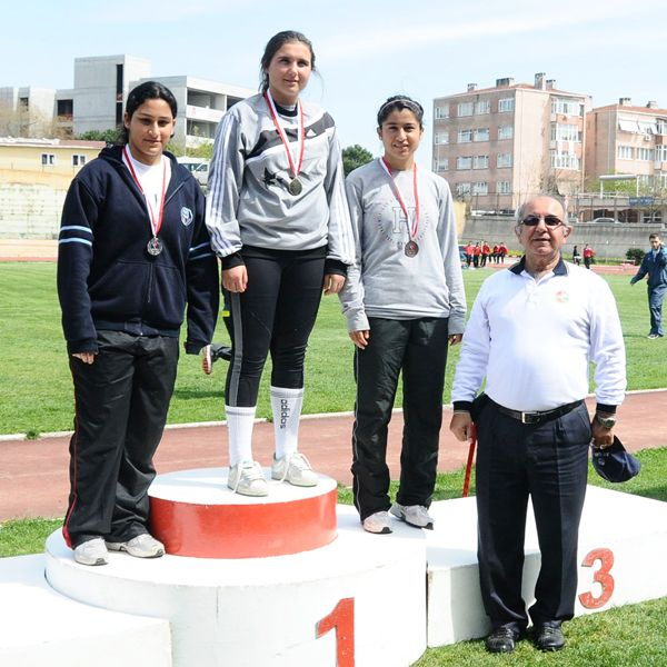 Ferit İnal Lisesi'nden çifte şampiyonluk