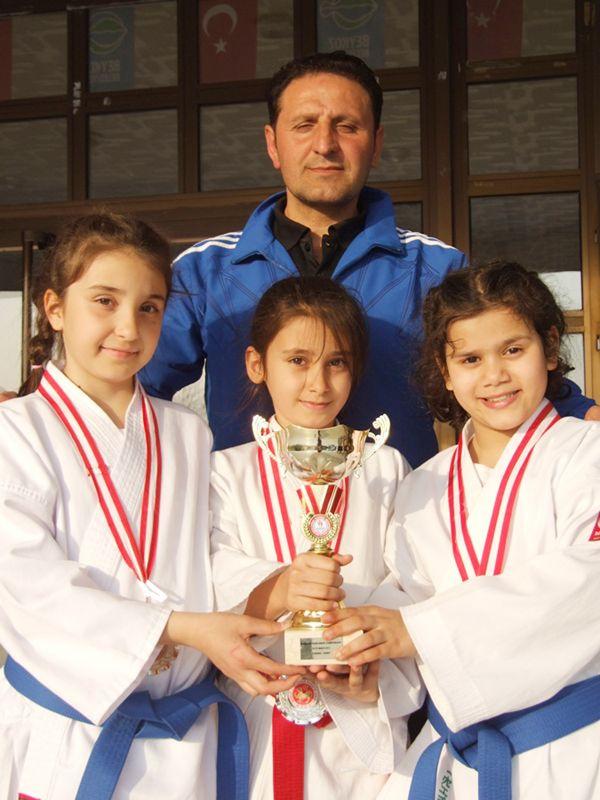 Beykoz'un Dünya Şampiyonu karetecileri