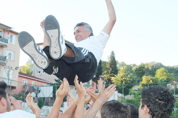 Gümüşsuyuspor şampiyonluğu kutladı