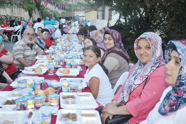 Soğuksu'da 500 metrelik iftar sofrası