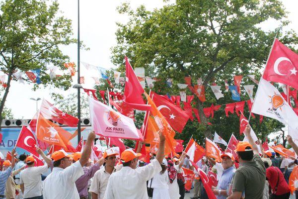 Beş bin AK Partili kapı kapı dolaşacak