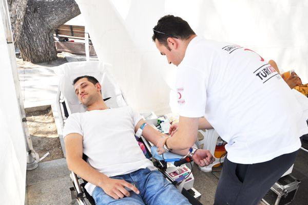 AK Partili gençler kan topluyor