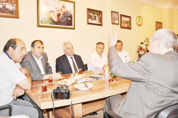 MHP'li Başesgioğlu Beykoz'da dert dinledi