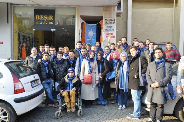 AK Parti gençliği kapı kapı geziyor