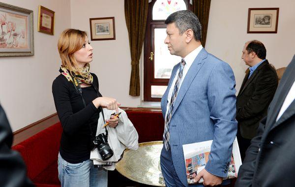 Tahmaz Beykoz'u tanımaya çalışıyor