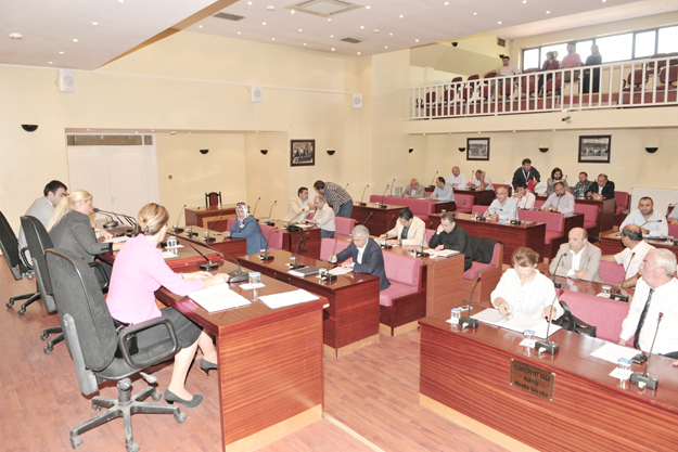 Beykoz Belediye Meclisi'nde Saat Polemiği