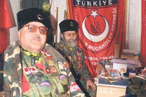 Gaziler güvenlik kulübesine sığındı