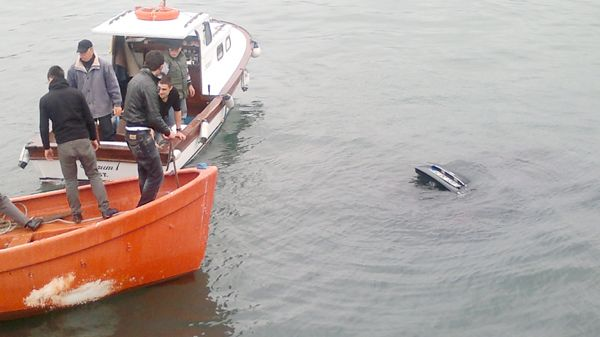 El freni unutulan araç denize gitti