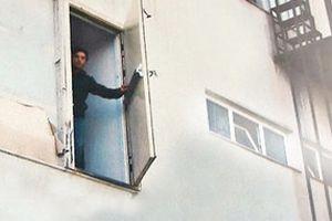 Riva'da yangın merdiveni skandalı